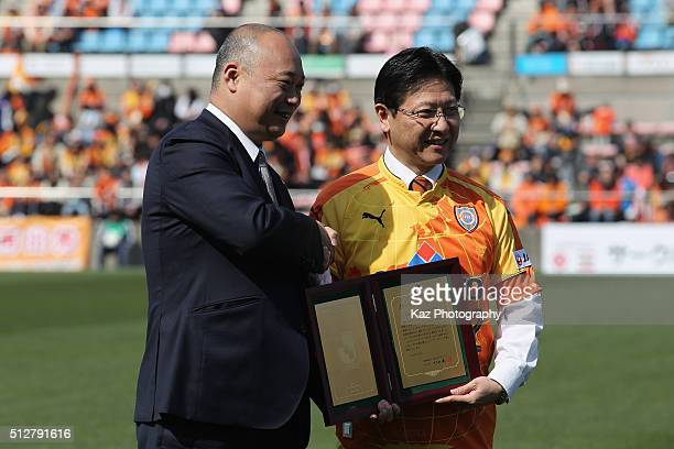 Shizuoka City Mayor Nobuhiro Tanabe and JLeague Managing Director Daisuke Nakanishi shake hands during the 2015 Best Pitch Award ceremony prior to...