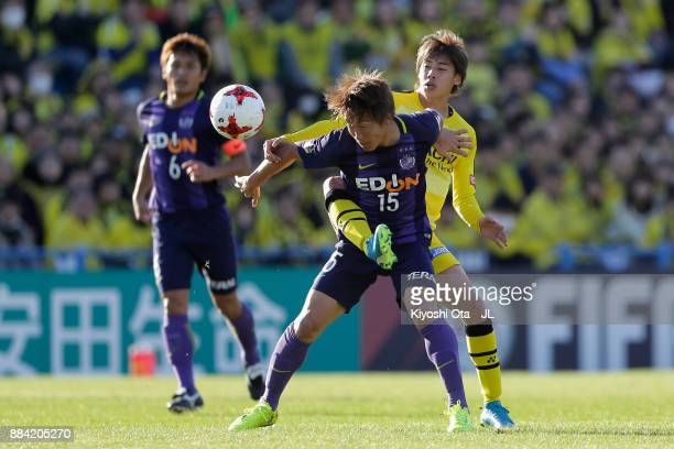 Sho Inagaki of Sanfrecce Hiroshima controls the ball under pressure of Junya Ito of Kashiwa Reysol during the JLeague J1 match between Kashiwa Reysol...