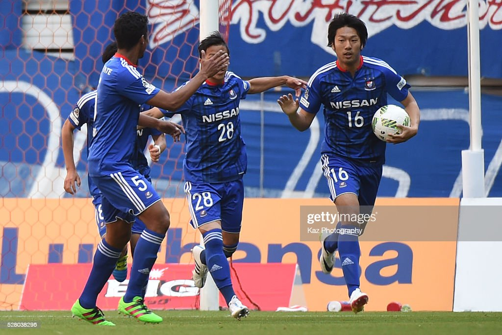 Sho Ito of Yokohama F.Marinos celebrates 1st goal with Fabio of Yokohama F.Marinos during the J.League match between Nagoya Grampus and Yokohama F.Marinos at the Toyota Stadium on May 4, 2016 in Toyota, Aichi, Japan.