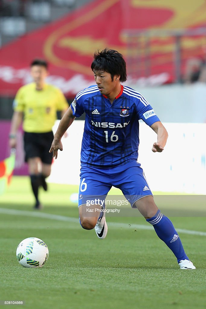 <a gi-track='captionPersonalityLinkClicked' href=/galleries/search?phrase=Sho+Ito&family=editorial&specificpeople=4019509 ng-click='$event.stopPropagation()'>Sho Ito</a> of Yokohama F.Marinos in action during the J.League match between Nagoya Grampus and Yokohama F.Marinos at the Toyota Stadium on May 4, 2016 in Toyota, Aichi, Japan.