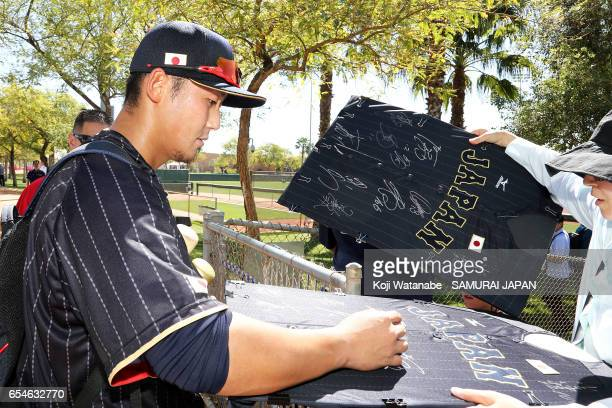 Sho Nakata of Japan sins a fun during a workout ahead of the World Baseball Classic Championship Round at Camelback Ranch on March 17 2017 in...