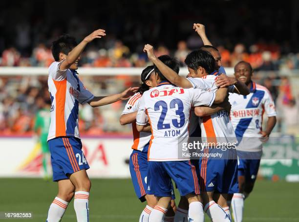 Sho Naruoka celebrates scoring his team's second goal with his teammates during the JLeague match between Shimizu SPulse and Albirex Niigata at IAI...