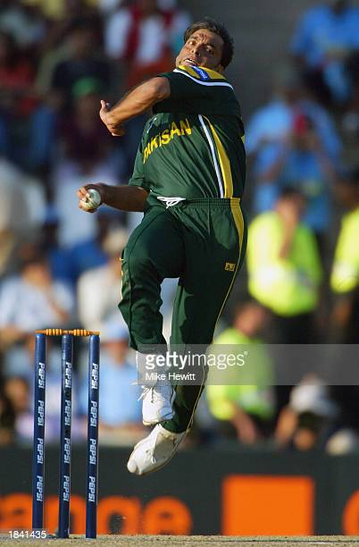 Shoaib Akhtar of Pakistan bowling during the ICC Cricket World Cup Pool A match between India and Pakistan held on March 1 2003 at the Supersport...