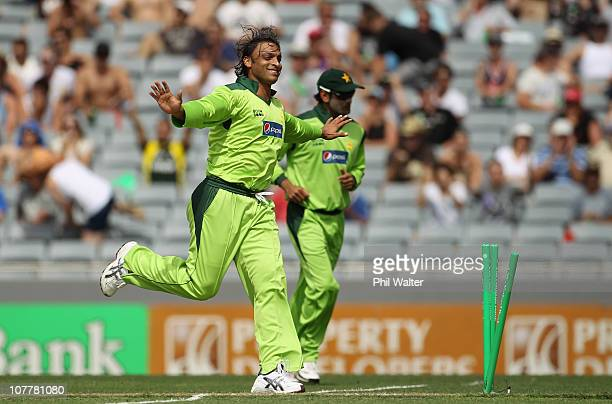 Shoaib Akhtar of Pakistan celebrates bowling Scott Styris of the Blackcaps during game one of the Twenty20 series between New Zealand and Pakistan at...