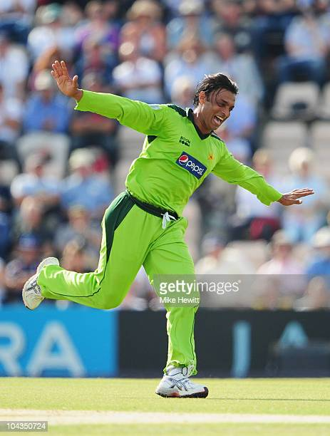 Shoaib Akhtar of Pakistan celebrates the wicket of Andrew Strauss of England during the 5th NatWest One Day International between England and...