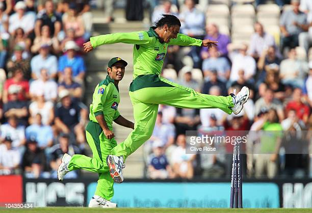 Shoaib Akhtar of Pakistan celebrates the wicket of Jonathan Trott of England during the 5th NatWest One Day International between England and...