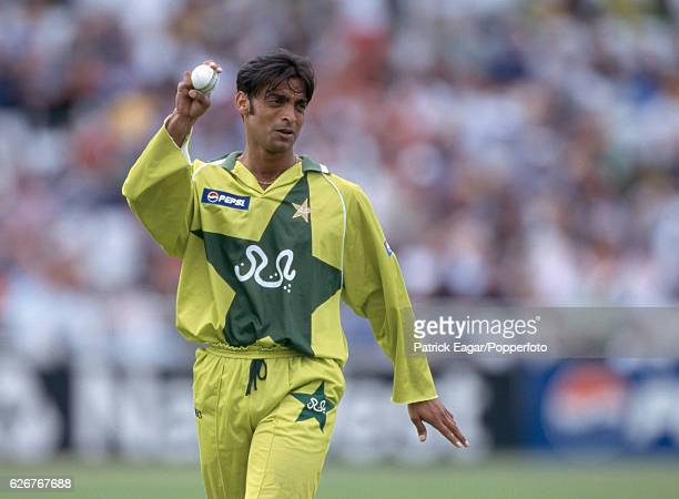 Shoaib Akhtar of Pakistan prepares to bowl during the World Cup Super Six match between Pakistan and South Africa at Trent Bridge Nottingham 5th June...