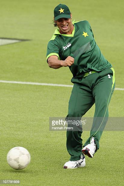 Shoaib Akhtar of Pakistan warms up before game two of the Twenty20 series between New Zealand and Pakistan at Seddon Park on December 28 2010 in...