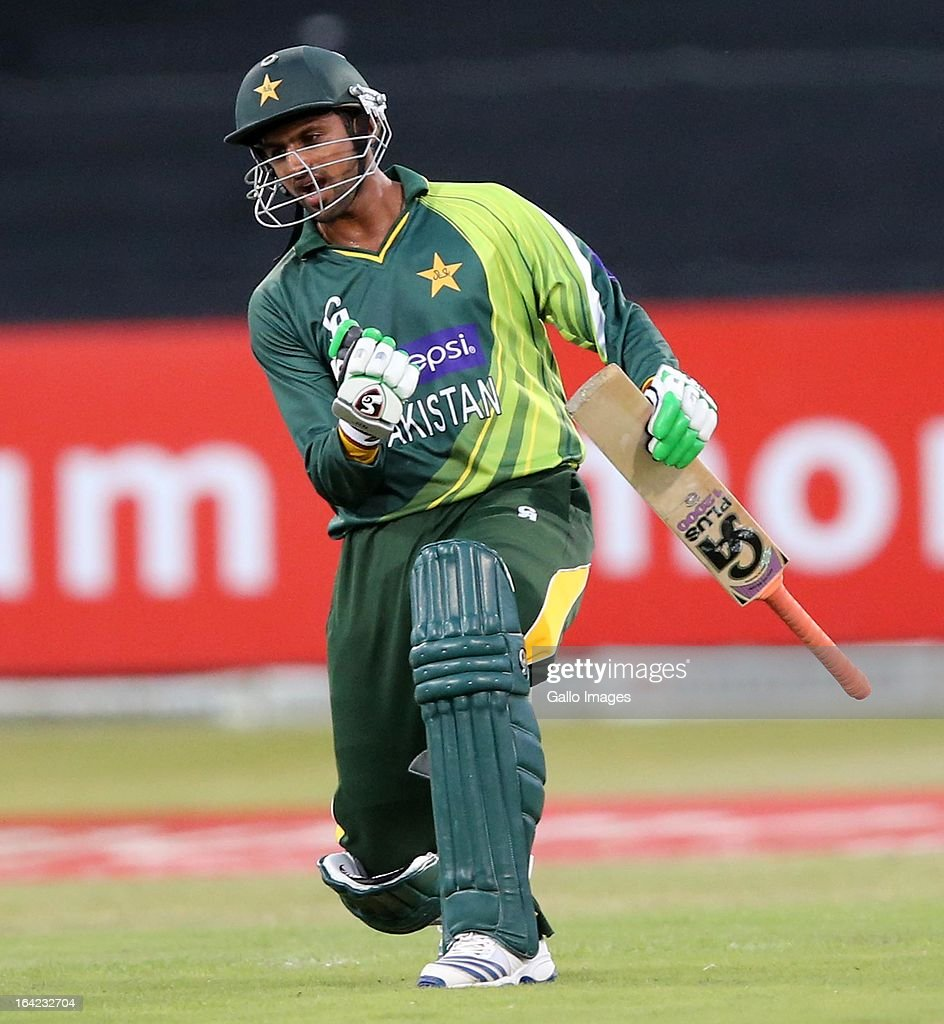 <a gi-track='captionPersonalityLinkClicked' href=/galleries/search?phrase=Shoaib+Malik&family=editorial&specificpeople=221455 ng-click='$event.stopPropagation()'>Shoaib Malik</a> celebrates the win during the 4th Momentum One Day International match between South Africa and Pakistan at Sahara Stadium Kingsmead on March 21, 2013 in Durban, South Africa.