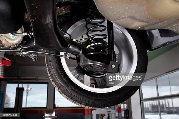 衝撃 absorbers および背面タイヤ、現代の自動車