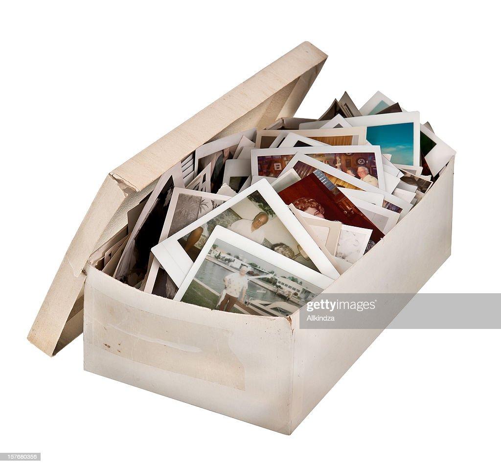 Schuhkarton von alten Fotos zu : Stock-Foto