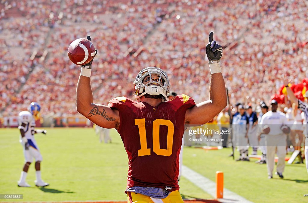 J Shoemate of the USC Trojans celebrates after scoring a touchdown against the San Jose State Spartans during the fourth quarter at Los Angeles...