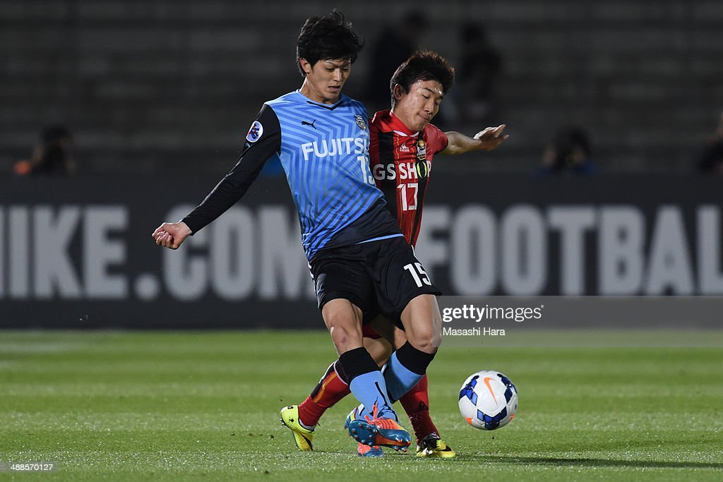 Shogo Taniguchi #15 of Kawasaki Frontale (L) and Go Yohan #13 of FC Seoul compete for the ball during the AFC Champions League Round of 16 match between Kawasaki Frontale and FC Seoul at Todoroki Stadium on May 7, 2014 in Kawasaki, Japan.