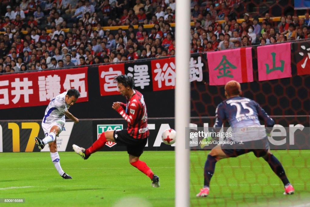 Shohei Abe of Ventforet Kofu scores his side's first goal to make it 1-1 during the J.League J1 match between Consadole Sapporo and Ventforet Kofu at Sapporo Dome on August 13, 2017 in Sapporo, Hokkaido, Japan.