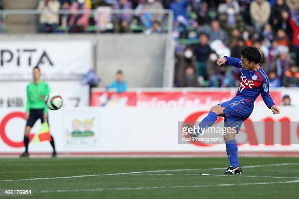 Shohei Abe of Ventforet Kofu scores his team's first goal during the JLeague match between Ventforet Kofu and Nagoya Grampus at Yamanashi Chuo Bank...