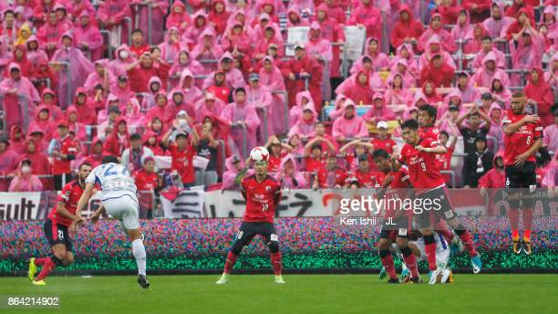 Shohei Abe of Ventforet Kofu takes a free kick during the JLeague J1 match between Cerezo Osaka and Ventforet Kofu at Kincho Stadium on October 21...