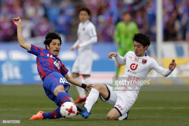 Shohei Ogura of Ventforet Kofu and Keisuke Oyama of Omiya Ardija compete for the ball during the JLeague J1 match between Ventforet Kofu and Omiya...