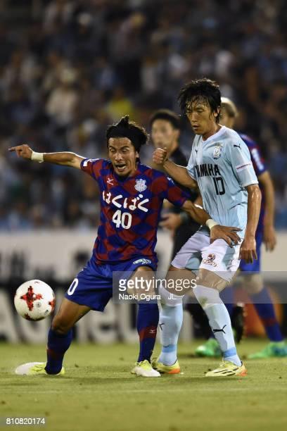Shohei Ogura of Ventforet Kofu controls the ball under pressure of Shunsuke Nakamura of Jubilo Iwata during the JLeague J1 match between Jubilo Iwata...