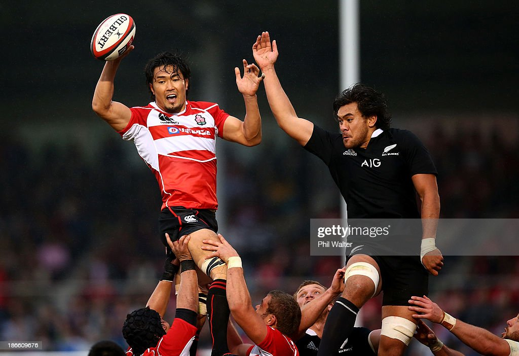 Shoji Ito of Japan clears the ball in the lineout under pressure from <a gi-track='captionPersonalityLinkClicked' href=/galleries/search?phrase=Steven+Luatua&family=editorial&specificpeople=6164979 ng-click='$event.stopPropagation()'>Steven Luatua</a> of the All Blacks during the International Rugby Test Match between Japan and the New Zealand All Blacks at Prince Chichibu Memorial Rugby Stadium on November 2, 2013 in Tokyo, Japan.