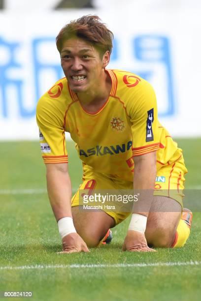 Shoma Mizunaga of Giravanz Kitakyushu looks on during the JLeague J3 match between Giravanz Kitakyushu and AC Nagano Parceiro at Mikuni World Stadium...