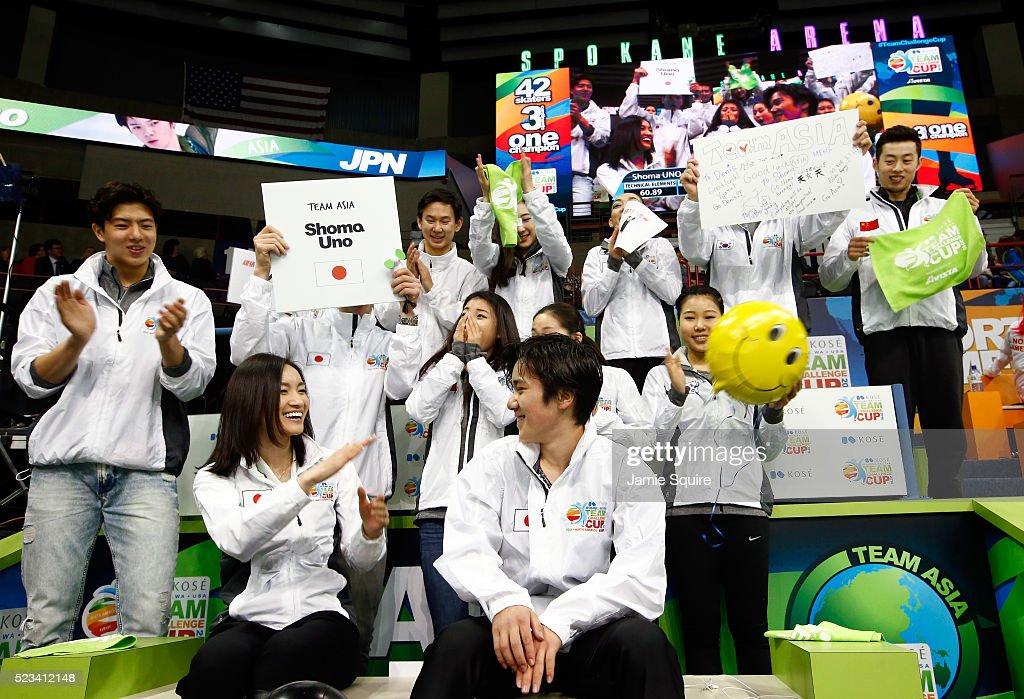 Шома Уно / Shoma UNO JPN - Страница 4 Shoma-uno-of-team-asia-celebrates-with-captain-shizuka-arakawa-and-picture-id523412148