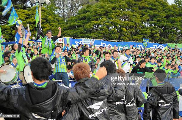 Shonan Bellmare players celebrate the win after the JLeague second division match between Shonan Bellmare and Oita Trinita at BMW Stadium Hiratsuka...