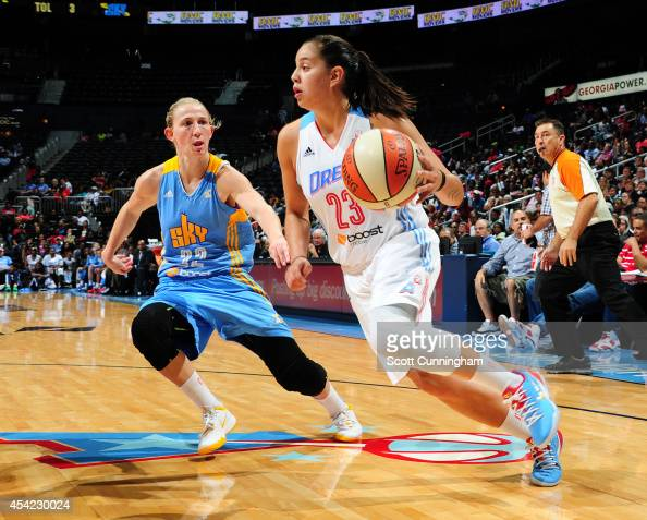 Shoni Schimmel of the Atlanta Dream drives against Courtney Vandersloot of the Chicago Sky in Game Three of the Eastern Conference Semifinals during...