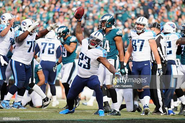 Shonn Greene of the Tennessee Titans celebrates a touchdown against the Philadelphia Eagles in the second quarter at Lincoln Financial Field on...