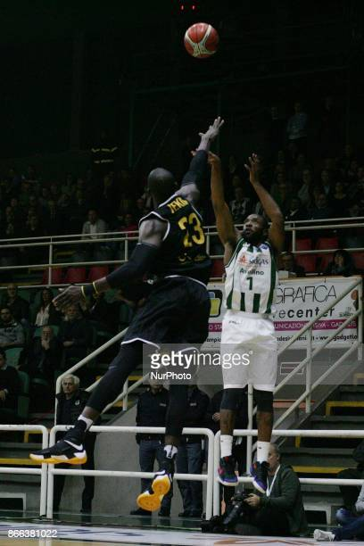 shoot basketball Dez Walls of Sidigas Avellino during third day of Champions League match between Sidigas Avellino v Oostende at Palasport Giacomo...