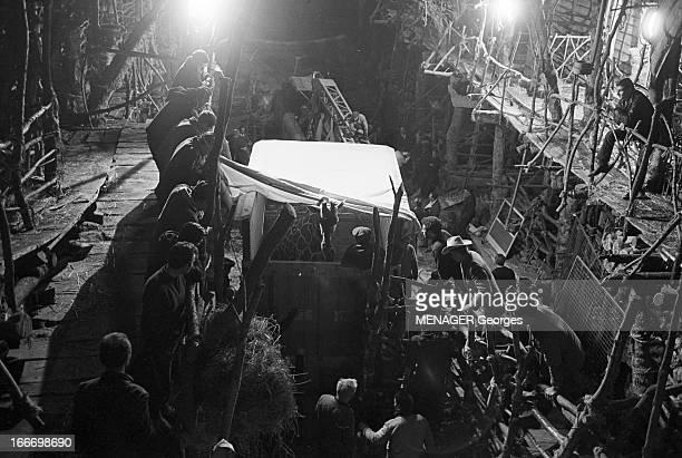 Shooting Of 'La Bible' By And With John Huston En janvier 1968 sur le tournage du film 'La Bible' du réalisateur John HUSTON dans le décor des...