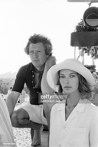 Shooting Of The Film ' Bilitis' By David Hamilton France 20 septembre 1976 Lors du tournage du film 'BILITIS' de David HAMILTON celuici accroupi...