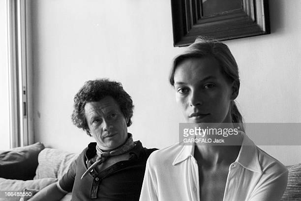 Shooting Of The Film ' Bilitis' By David Hamilton France 20 septembre 1976 Lors du tournage du film 'BILITIS' de David HAMILTON celuici assis aux...