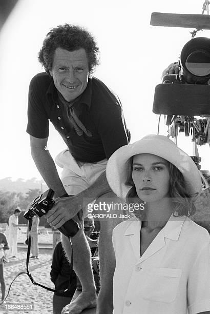 Shooting Of The Film ' Bilitis' By David Hamilton France 20 septembre 1976 Lors du tournage du film 'BILITIS' de David HAMILTON celuici souriant...