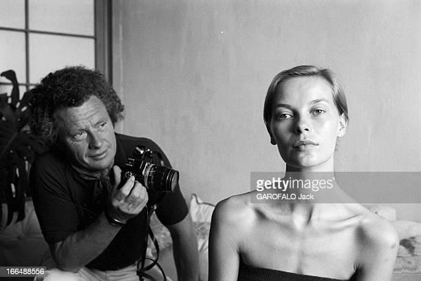 Shooting Of The Film ' Bilitis' By David Hamilton France 20 septembre 1976 Lors du tournage du film 'BILITIS' de David HAMILTON celuici un appareil...