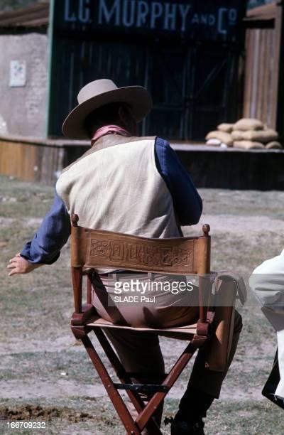Shooting Of The Film 'Chisum' By Andrew V Mac Laglen Au Mexique en mars 1970 sur le tournage du film 'Chisum' d'Andrew V MCLAGLEN John WAYNE de dos...