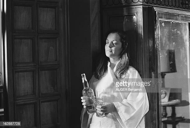 Shooting Of The Film 'Clair De Femme' By Costa Gavras Attitude de Romy SCHNEIDER les yeux fermés en peignoir de bain adossée à une armoire une...