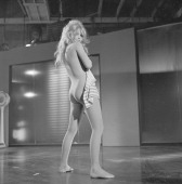 Shooting Of The Film 'la Bride Sur Le Cou' By Roger Vadim En France Le 19 mars 1961 lors du tournage du film 'La Bride sur le cou' de Roger VADIM...