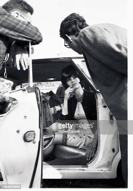 Shooting Of The Film 'le Mepris' By Jeanluc Godard JeanLuc GODARD dirigeant Brigitte BARDOT brune sur le tournage du film 'Le mépris' l'actrice...