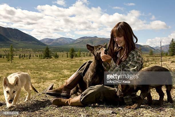 Shooting Of The Film 'Loup' By Nicolas Vanier Tournage du film de Nicolas Vanier 'LOUP' en Sibérie dans les monts de Verkhoïansk L'actrice française...