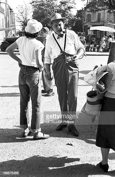 Shooting Of The Film 'Mon Oncle' By Jacques Tati SaintMaurdesFossés 6 Octobre 1956 Lors du tournage du film 'Mon Oncle' le réalisateur français...
