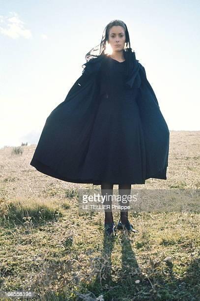 Shooting Of The Film Tristana By Luis Bunuel Luis BUNUEL tourne son nouveau film 'Tristana' dans un petit studio de la campagne de MADRID attitude de...