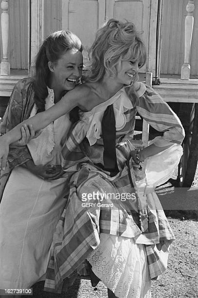 Shooting Of The Film 'Viva Maria' By Louis Malle In Mexico Tournage du film 'VIVA MARIA' de Louis Malle au Mexique Jeanne MOREAU et Brigitte BARDOT...
