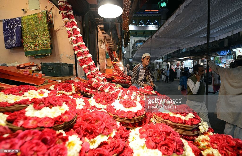 A shopkeeper selling flowers and religious offerings waits for devotees outside the Ajmer Sharif Muslim shrine in Ajmer on March 8, 2013. The spiritual head of a revered Muslim shrine in India, where Pakistan's Premier Raja Pervez Ashraf was set to visit at the weekend, said on Friday that he objected to the politician's pilgrimage. Ashraf and his family were due to begin a day-long private trip on Saturday to the shrine of Sufi saint Hazrat Khwaja Gharib Nawaz in Ajmer Sharif, some 400 kilometres (250 miles) west of New Delhi. AFP PHOTO/ Prakash SINGH