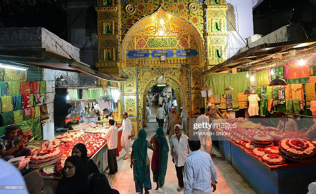 Shopkeepers selling flowers and religious offerings wait for devotees outside the Ajmer Sharif Muslim shrine in Ajmer on March 8, 2013. The spiritual head of a revered Muslim shrine in India where Pakistan's Premier Raja Pervez Ashraf was set to visit at the weekend said on Friday that he objected to the politician's pilgrimage. Ashraf and his family were due to begin a day-long private trip on Saturday to the shrine of Sufi saint Hazrat Khwaja Gharib Nawaz in Ajmer Sharif, some 400 kilometres (250 miles) west of New Delhi. AFP PHOTO/ Prakash SINGH