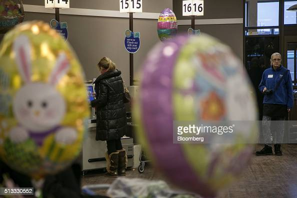 A shopper checks out at a Kroger Co grocery store in Birmingham Michigan US on Tuesday March 1 2016 Kroger Co is scheduled to release earnings...