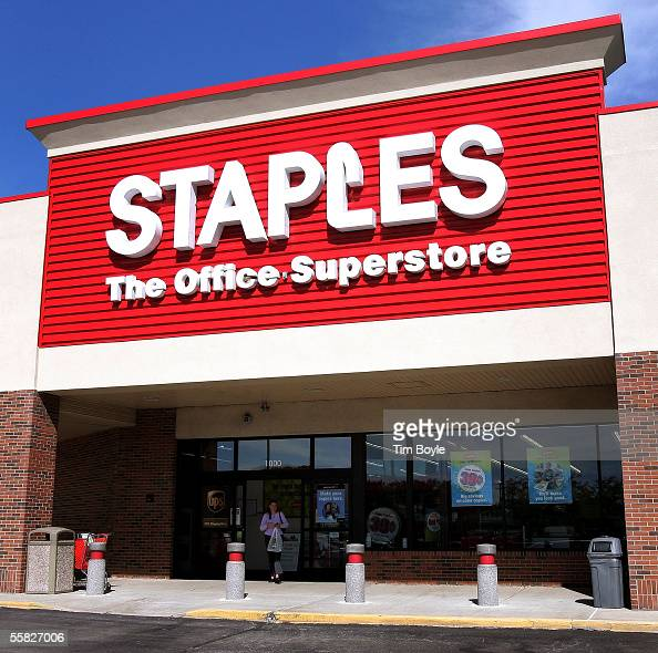 A shopper departs a Staples store September 29 2005 in Mount Prospect Illinois Staples is the first large chain store to begin recycling discarded...