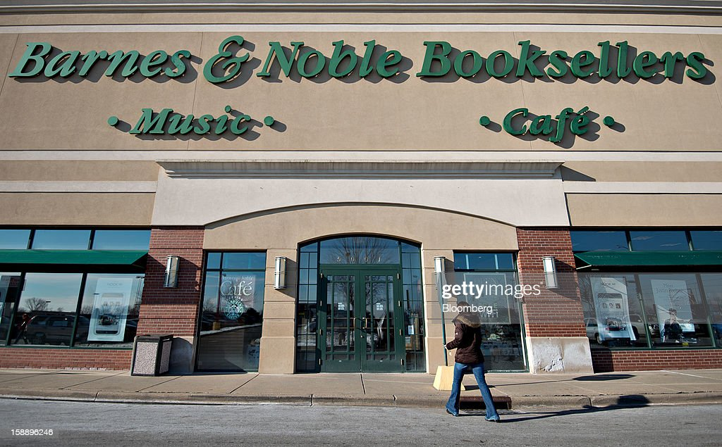 A shopper enters a Barnes & Noble Inc. store in Peoria, Illinois, U.S., on Wednesday, Jan. 2, 2013. The International Council of Shopping Centers is scheduled to release U.S. chain store sales data on Jan. 3. Photographer: Daniel Acker/Bloomberg via Getty Images