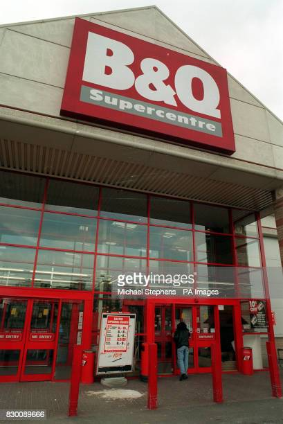 A shopper enters a BQ superstore in London * 14/11/01 BQ plans to take on 4000 staff over the next year as it opens dozens more stores across the UK...