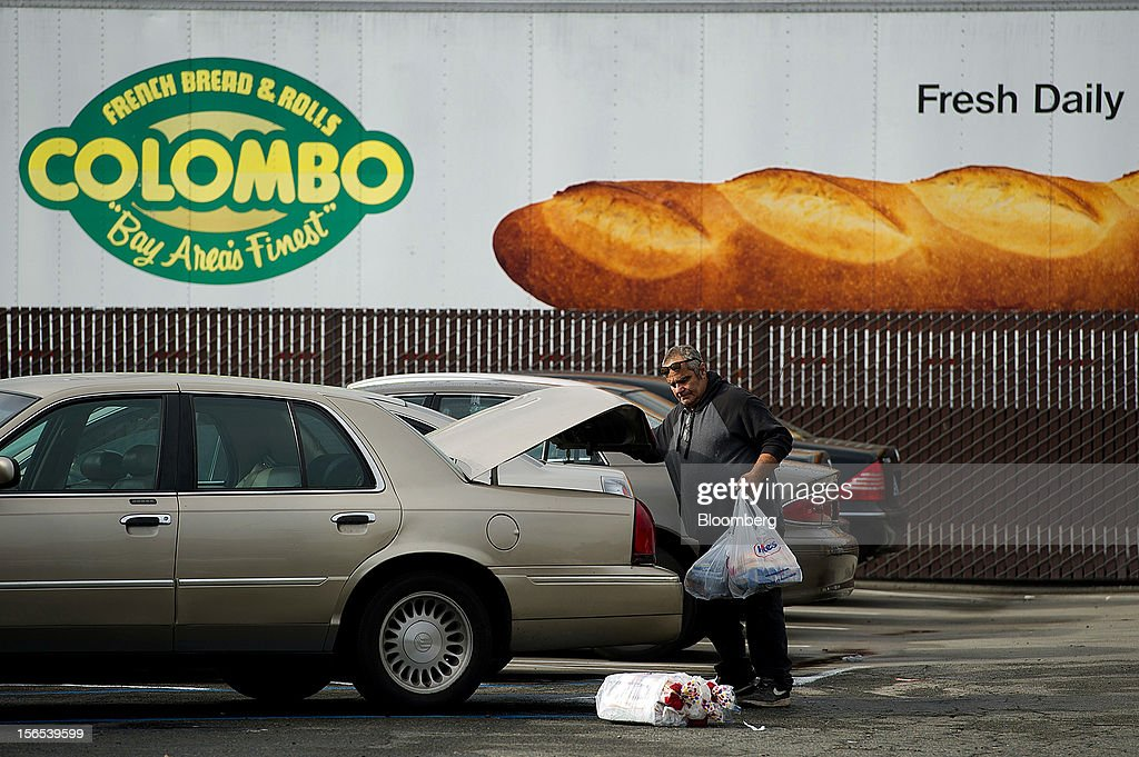 A shopper loads his car with Hostess Brands Inc. Wonder Bread at the company's bakery outlet in Sacramento, California, U.S., on Friday, Nov. 16, 2012. Hostess, which also makes Wonder bread, Ding Dongs and Ho Hos, plans to fire more than 18,000 employees and liquidate assets after a nationwide strike by bakery workers crippled operations. Photographer: David Paul Morris/Bloomberg via Getty Images
