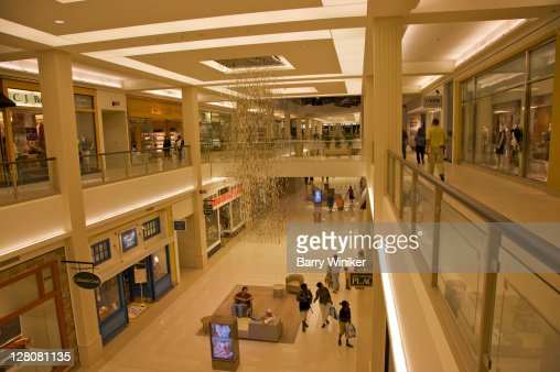 Shoppers Below Hanging Sculpture At Mall Of America The Largest - Largest malls in usa